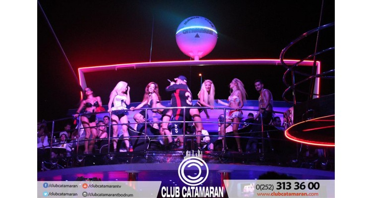 Catamaran-girls