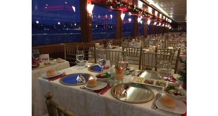 Istanbul-Bosphorus-dinner